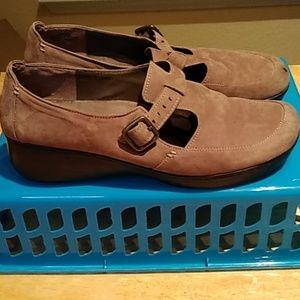 GUC 12M EASY SPIRIT SHOES ~ TAN NUBUCK LEATHER UP